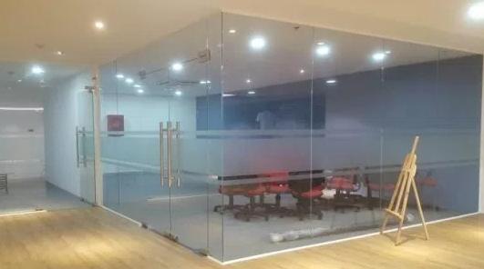 vách kính văn phòng huyện Sóc Sơn