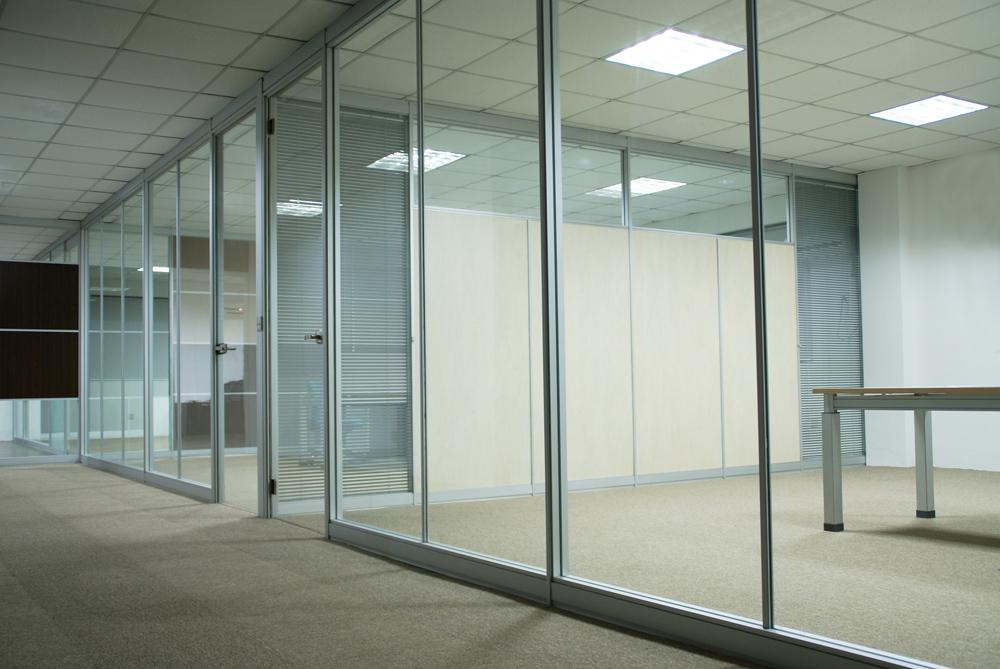 vách kính văn phòng huyện Hoài Đức